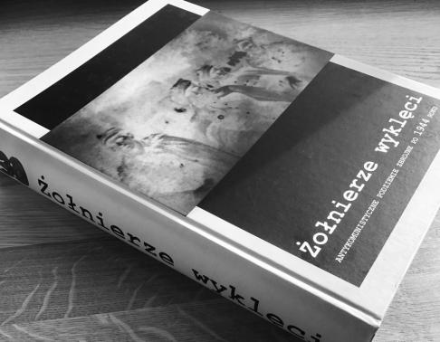 Album w twardej oprawie. Drukarnia Efekt - druk książek Warszawa.
